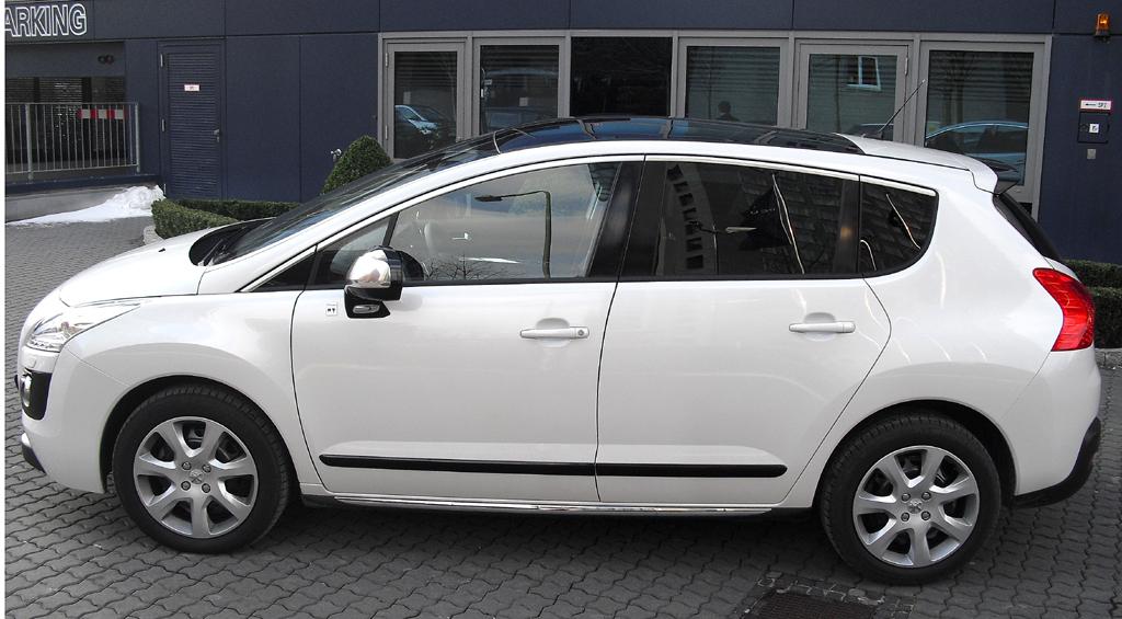 Peugeot 3008 Hybrid4: Und so sieht das kompakte Crossover-Modell von der Seite aus.