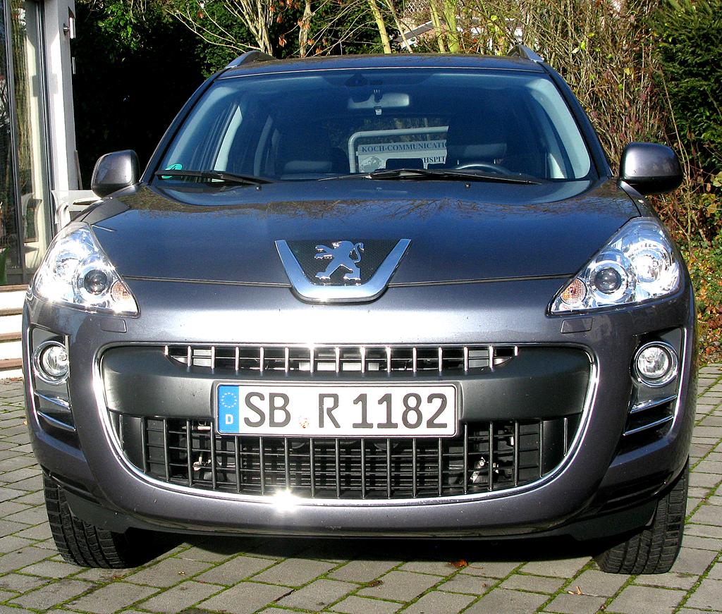 Peugeot 4007: Blick auf die Frontpartie des Citroën-C-Crosser-Schwestermodells.