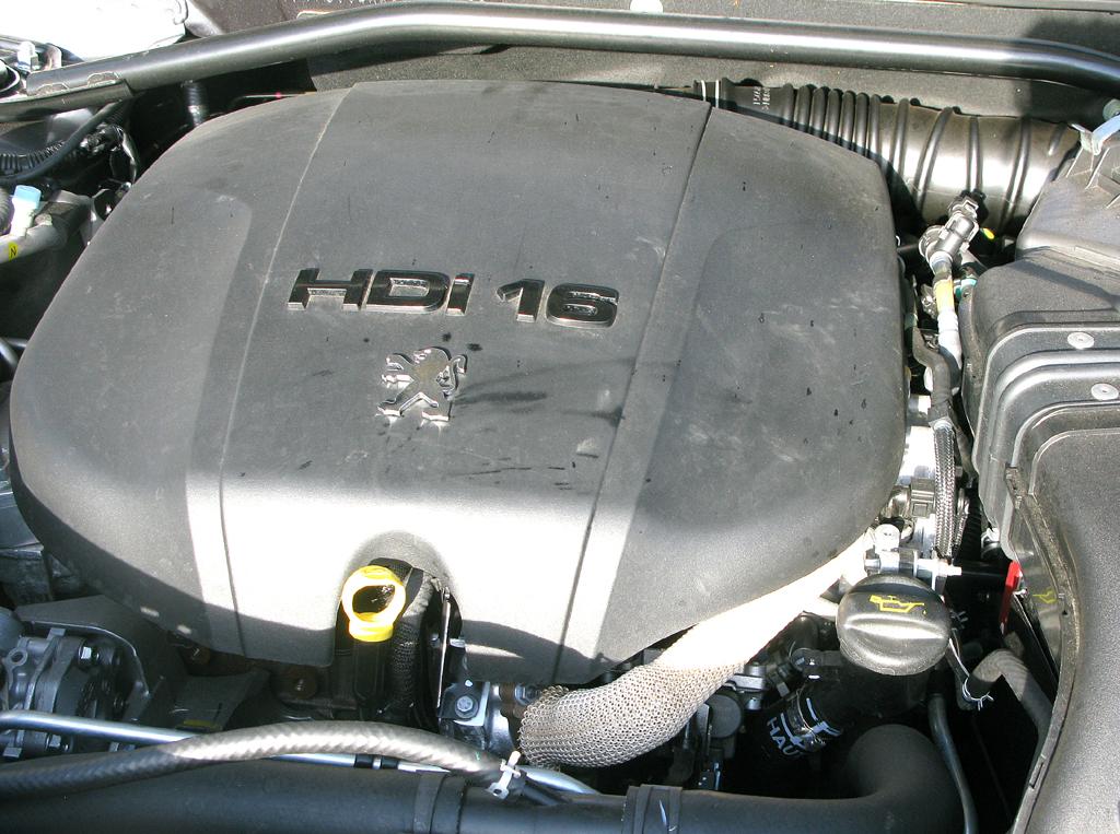 Peugeot 4007: Blick unter die Haube auf den 2,2-Liter-Vierzylinder-Selbstzünder.