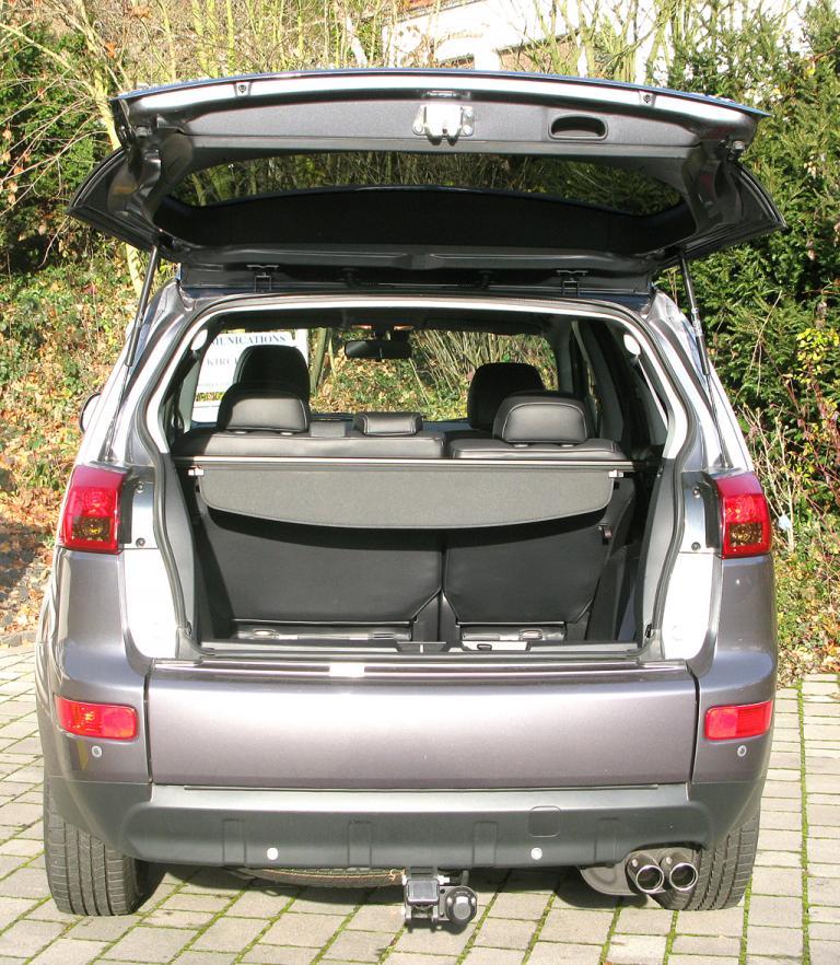 Peugeot 4007: Ins Gepäckabteil passen nach erst 184 am Ende noch 1680 Liter hinein.