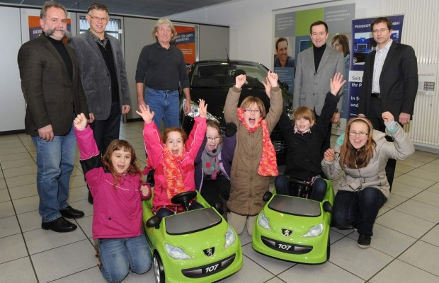 Peugeot-Mitarbeiter spenden für Jugendhilfe