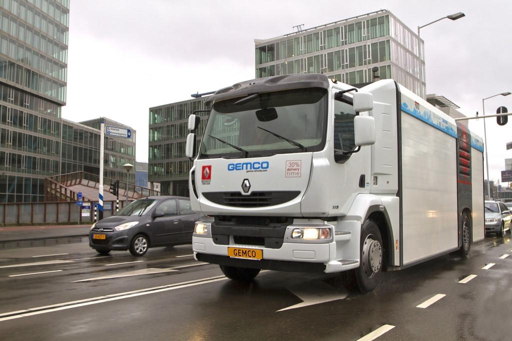 Renault Trucks experimentiert mit absenkbarer  Ladefläche