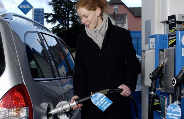 Sparen mit Gas - Teurer Sprit kostet fünf Milliarden im Jahr
