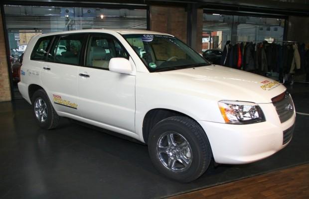 Toyota iQ EV und FCHV-adv starten in den USA