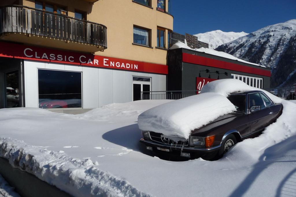 Wartet auf Tauwetter: Mercedes SL der Baureihe R107