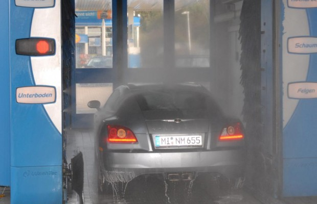 Waschen erhält den Kraftfahrzeugwert