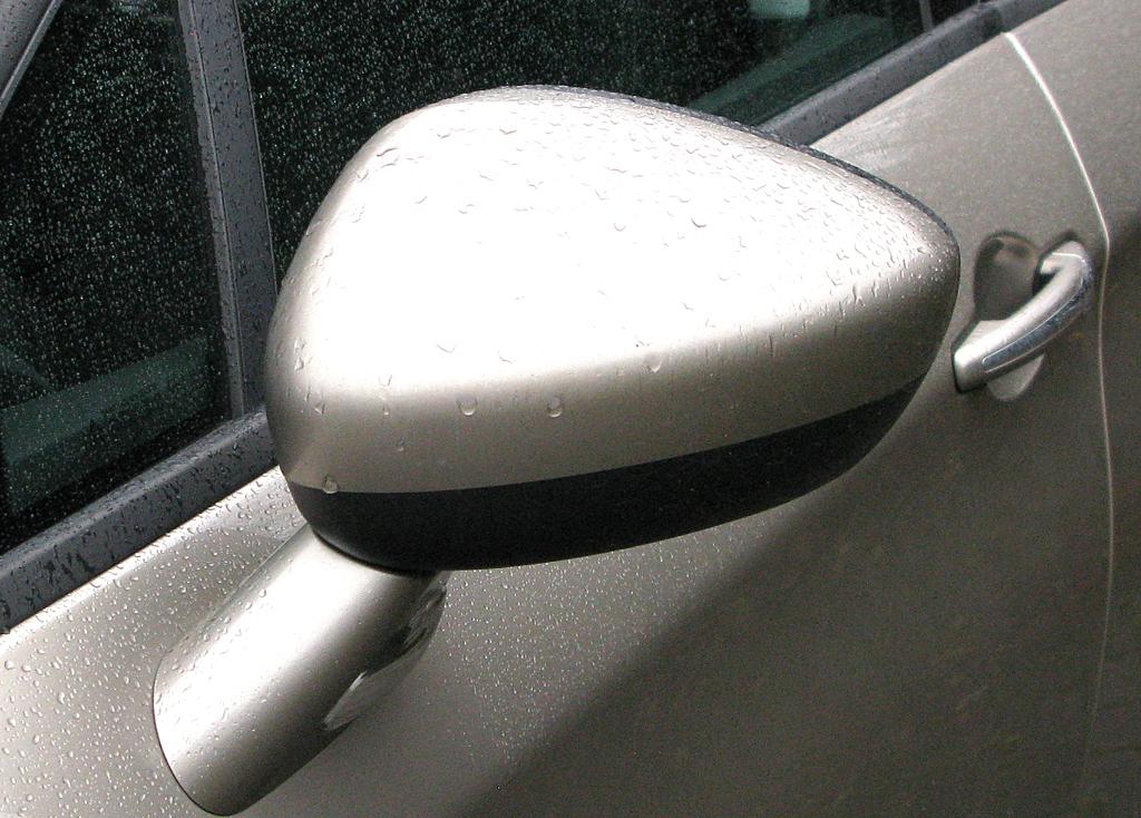 Citroën C5: Blick auf den Außenspiegel auf der Fahrerseite.