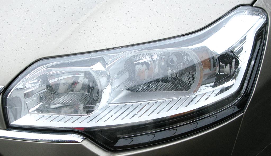 Citroën C5: Moderne Leuchteinheit vorn.