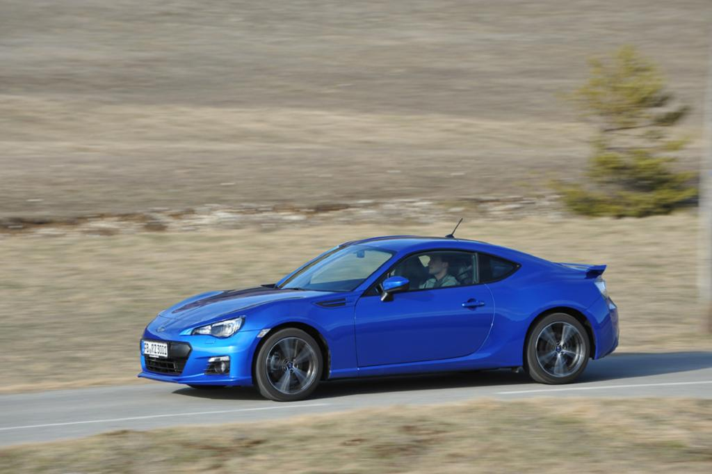 Der Spurt von 0 auf 100 km/h dauert 7,6 Sekunden, die Spitze liegt je nach Bereifung bei 230 oder 226 km/h.