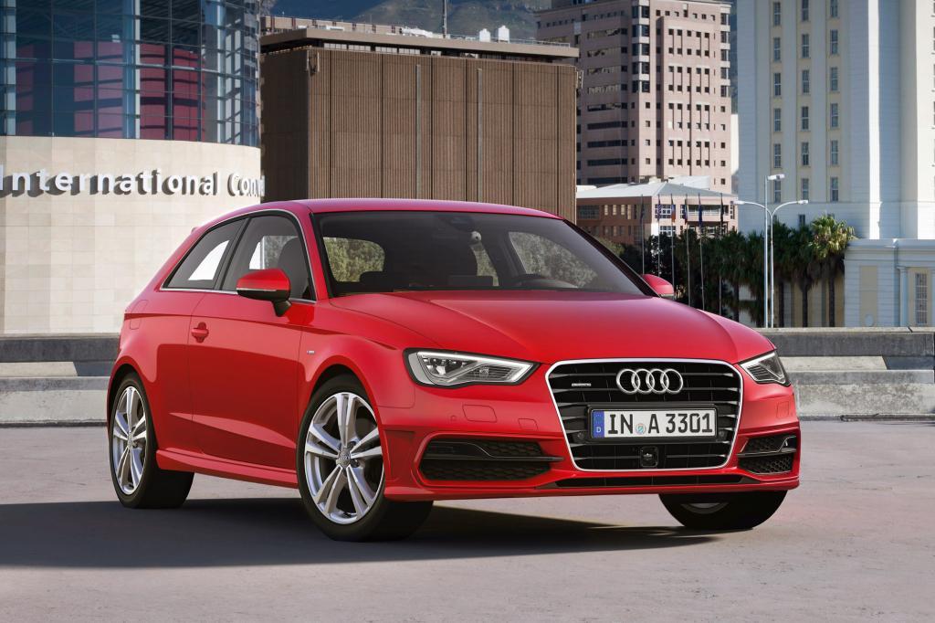 Die stark geneigte C-Säule verleiht dem Audi gerade im Vergleich zu den eingangs genannten Konkurrenzmodellen einen coupehaften