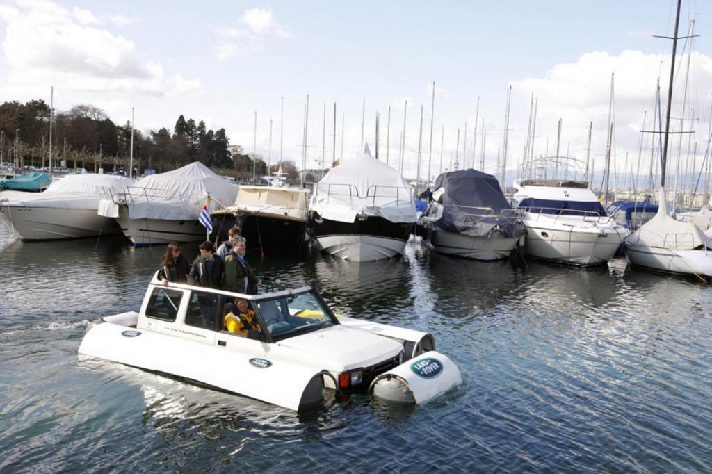 Für den Stapellauf ihres Schwimmwagens hatte sich Land Rover kein geringeres Ereignis ausgesucht als die Cowes Week