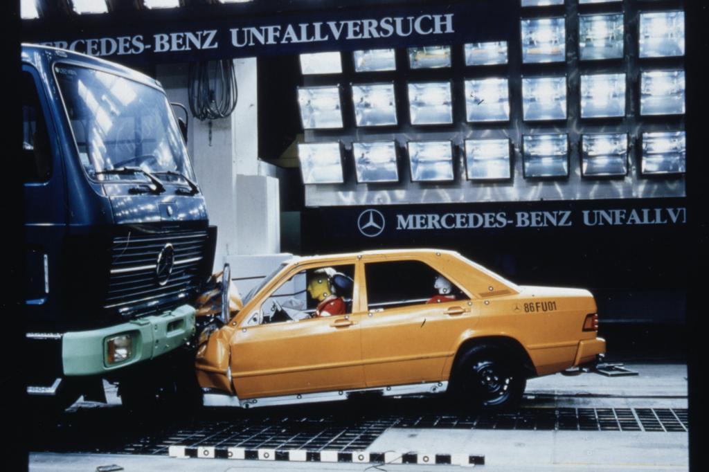 Mercedes 190 beim Crashtest