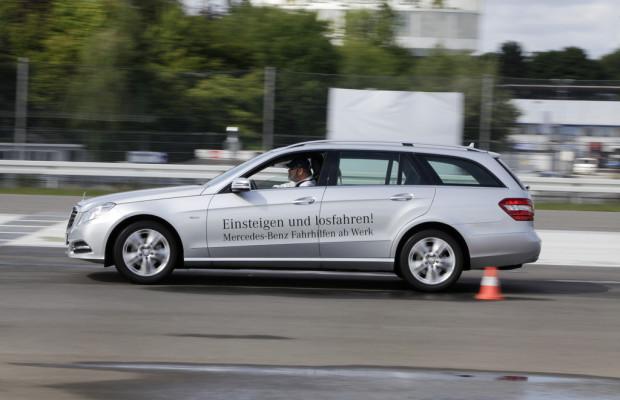 Mercedes-Benz bietet Fahrtrainings für Rollstuhlfahrer