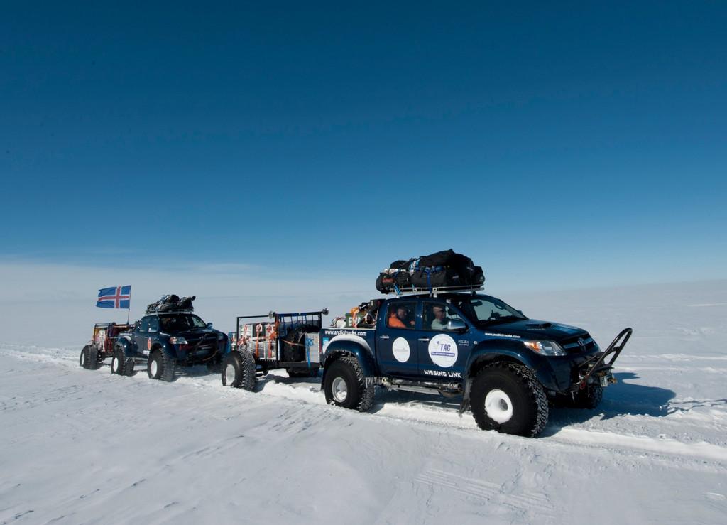 Mit Toyotas quer durch die Antarktis