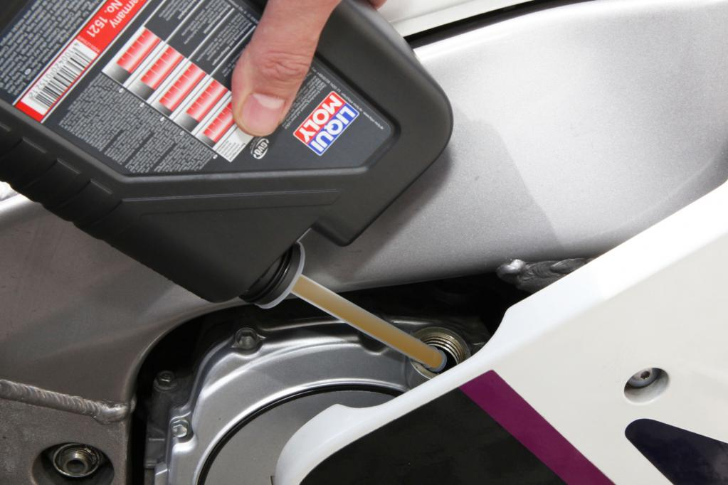 Motorrad: Sauber Öl einfüllen