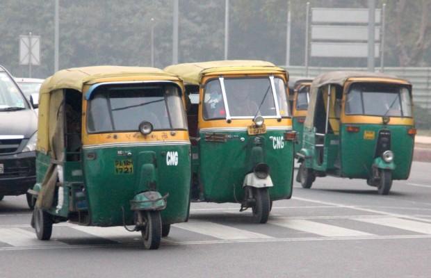 Panorama: Tuk-Tuk-Taxi in Indien - Die Bollywood-Schaukel