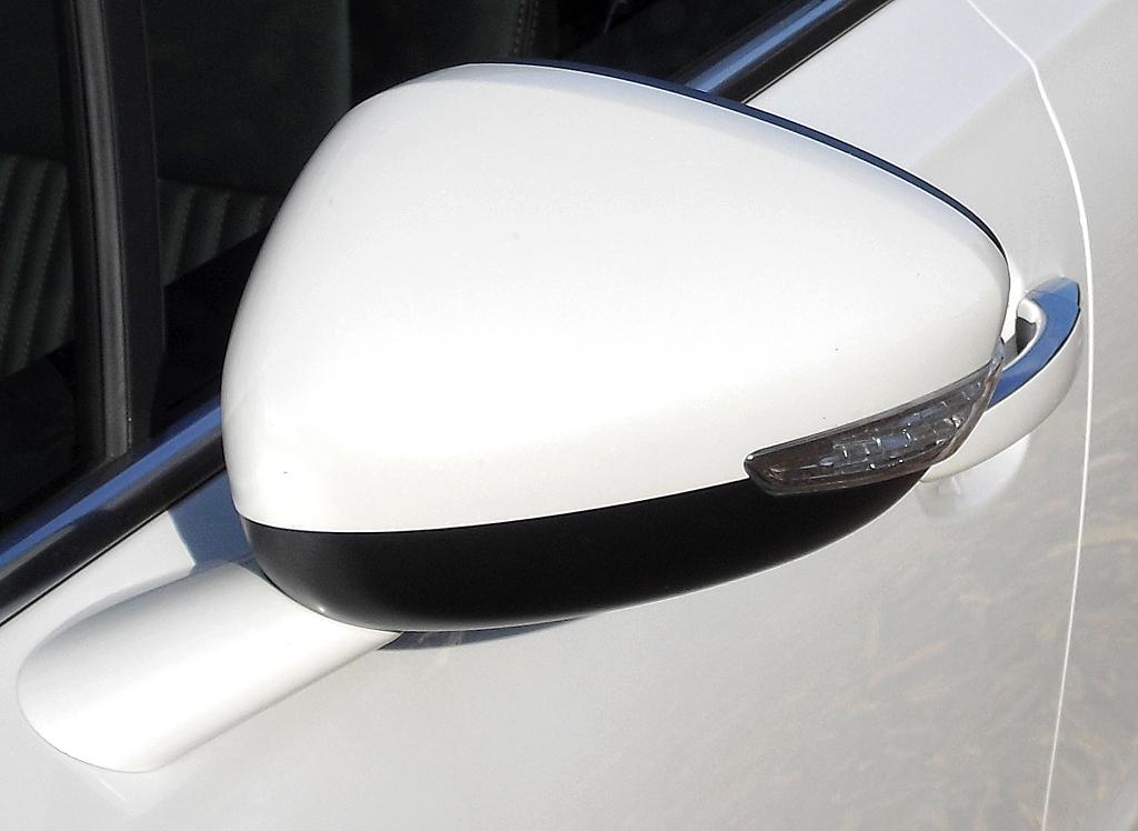 Peugeot 508 RXH: In die Außenspiegel sind Blinkblöcke integriert.