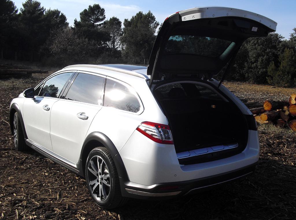 Peugeot 508 RXH: Ind Gepäckabteil passen 400 bis 1360 Liter hinein.