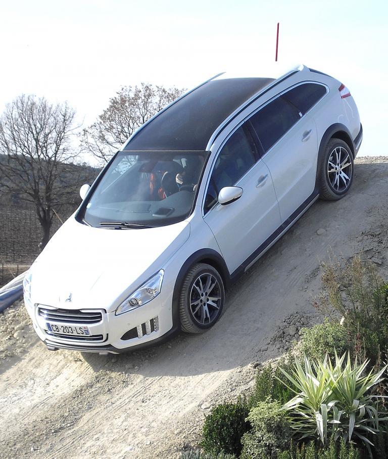 Peugeot 508 RXH: Selbst Ausfahrten ins Gelände sind möglich.