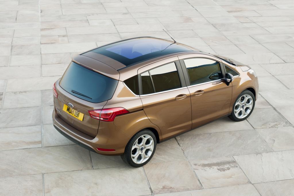 Punkten soll die raummaximierte Variante des Kleinwagens Fiesta vor allem mit seinen weit öffnenden Portalen