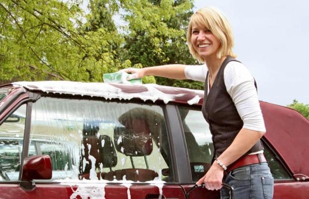Ratgeber: Richtige Pflege von Cabriodächern - Besser mit der Hand