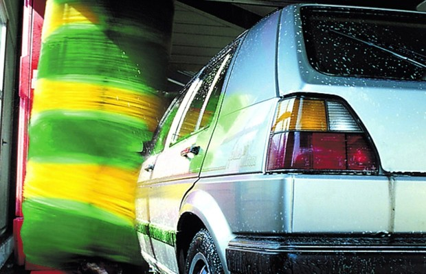 Schaden in Waschanlage: Beweislast liegt bei Autofahrer