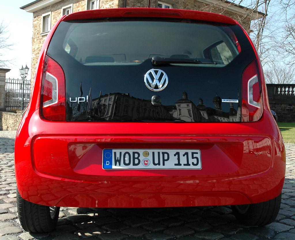 VW Up: Auch die Heckpartie ist mit dem zweitürigen Pendant identisch.