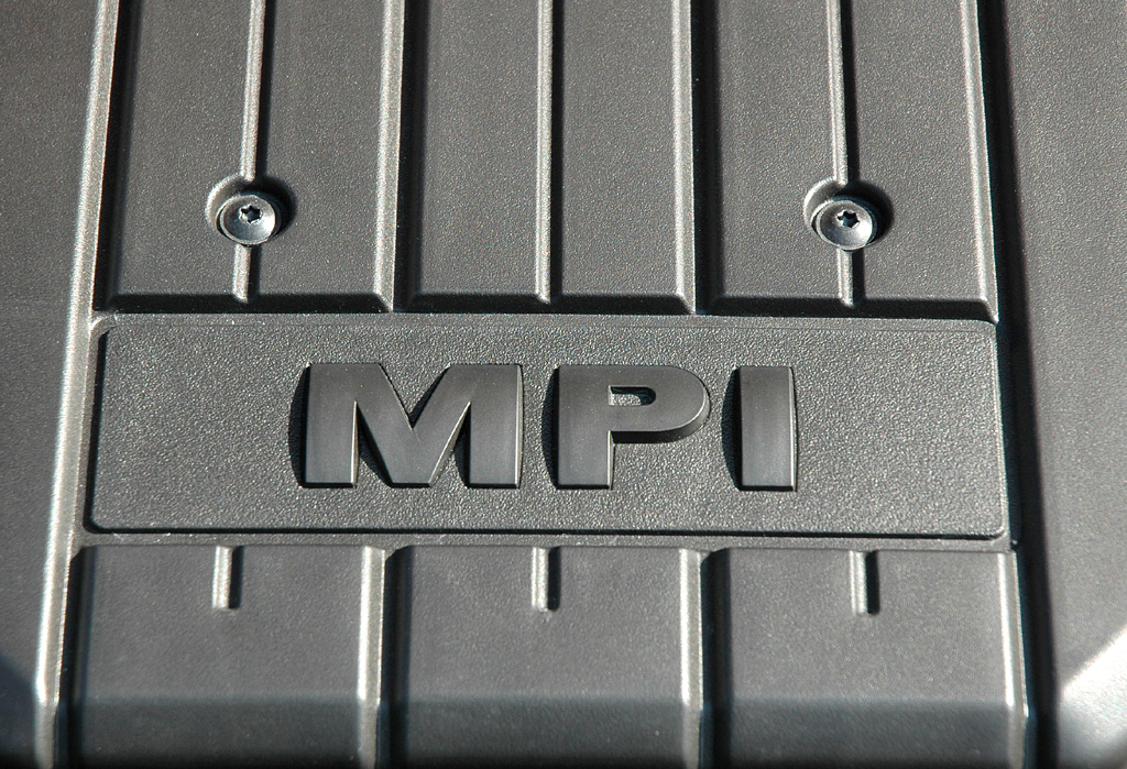 VW Up: Blick auf den 55/75 kW/PS starken 1,0-Liter-Dreizylinder-Benziner.