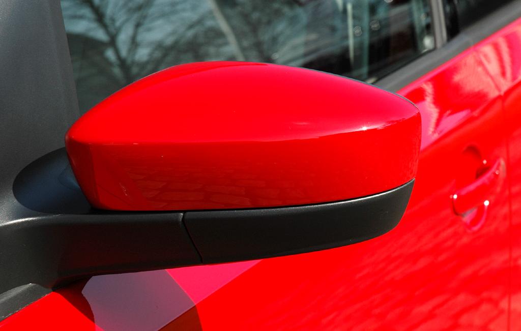 VW Up: Blick auf den Außenspiegel auf der Fahrerseite.