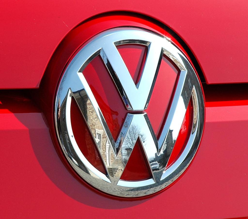 VW Up: Das Markenlogo prangt groß vorn an der Motorhaube.