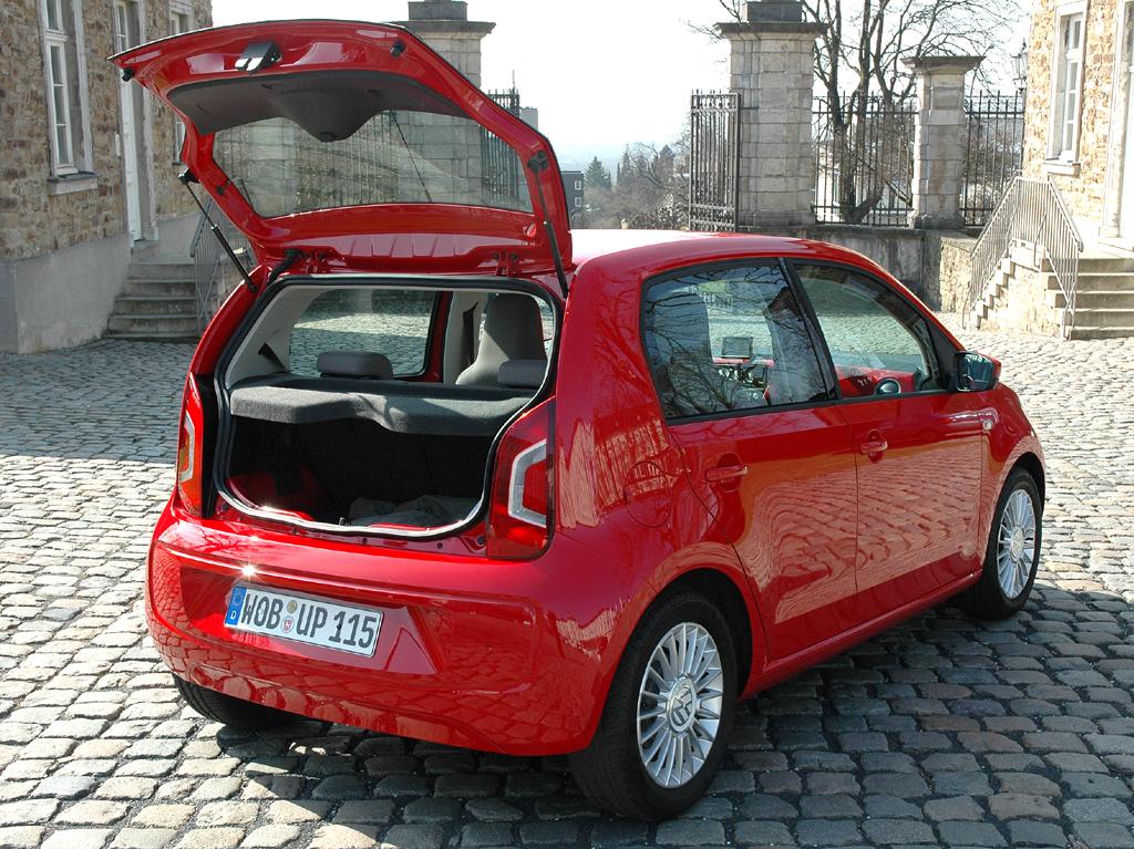 VW Up: Ins Gepäckabteil passen rund 250 bis rund 950 Liter hinein.