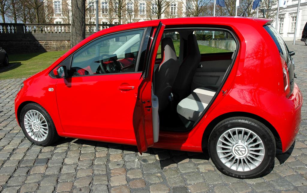 VW Up: Natürlich geht es in dem Kleinstwagen bauartbedingt hinten etwas enger zu.