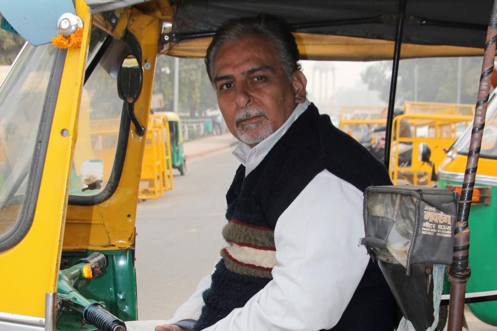 Vorne sitzen Männer wie S. N. Sharma