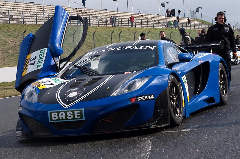 ADAC GT Masters: Porsche-Sieg bei Auftaktrennen in Oschersleben