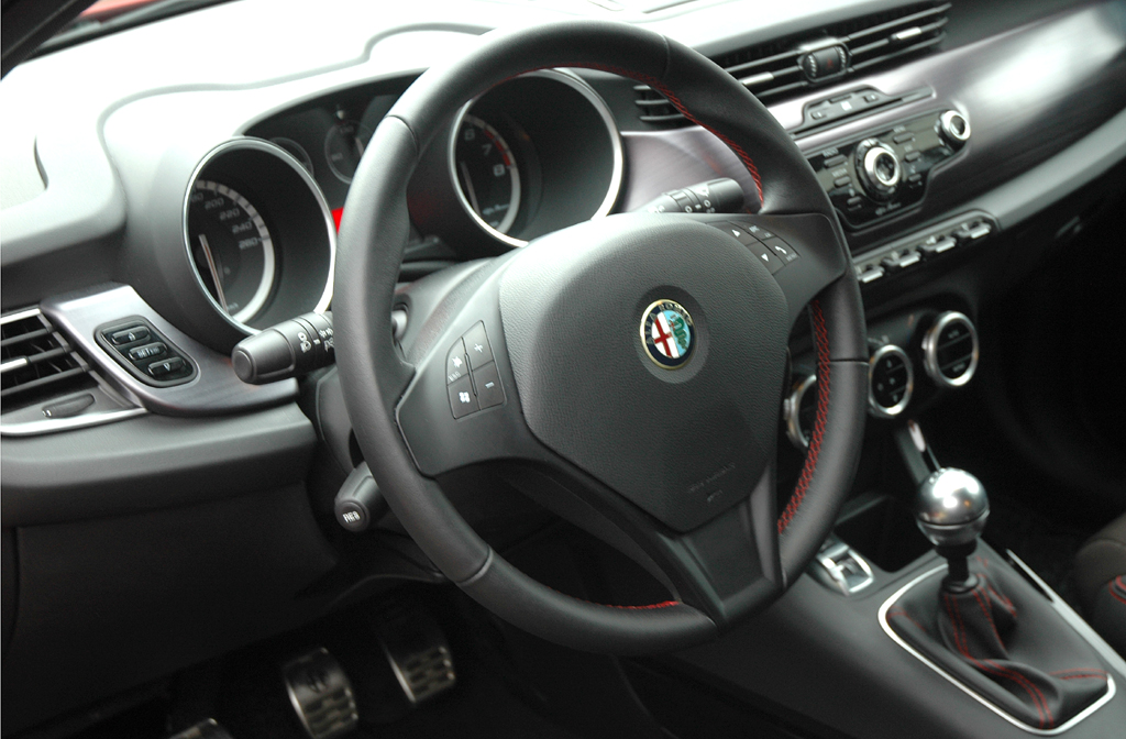 Alfa Romeo Giulietta: Blick ins sportlich-funktionelle Cockpit.