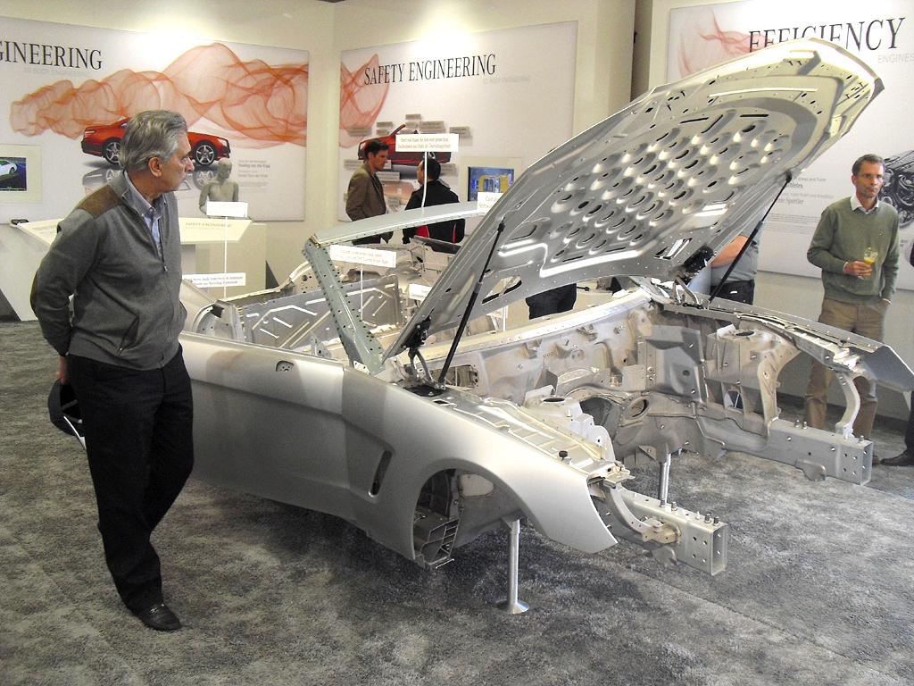 Auch Leichtbau, hier die Rohkarosse des neuen Mercedes SL, steigert die Effizienz. Fotos: Koch/Mercedes