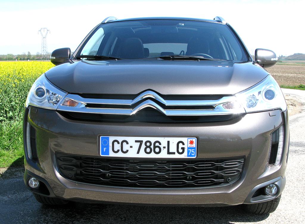 Citroëns C4 Aircross: Blick auf die Frontpartie des kompakten SUV-Modells.