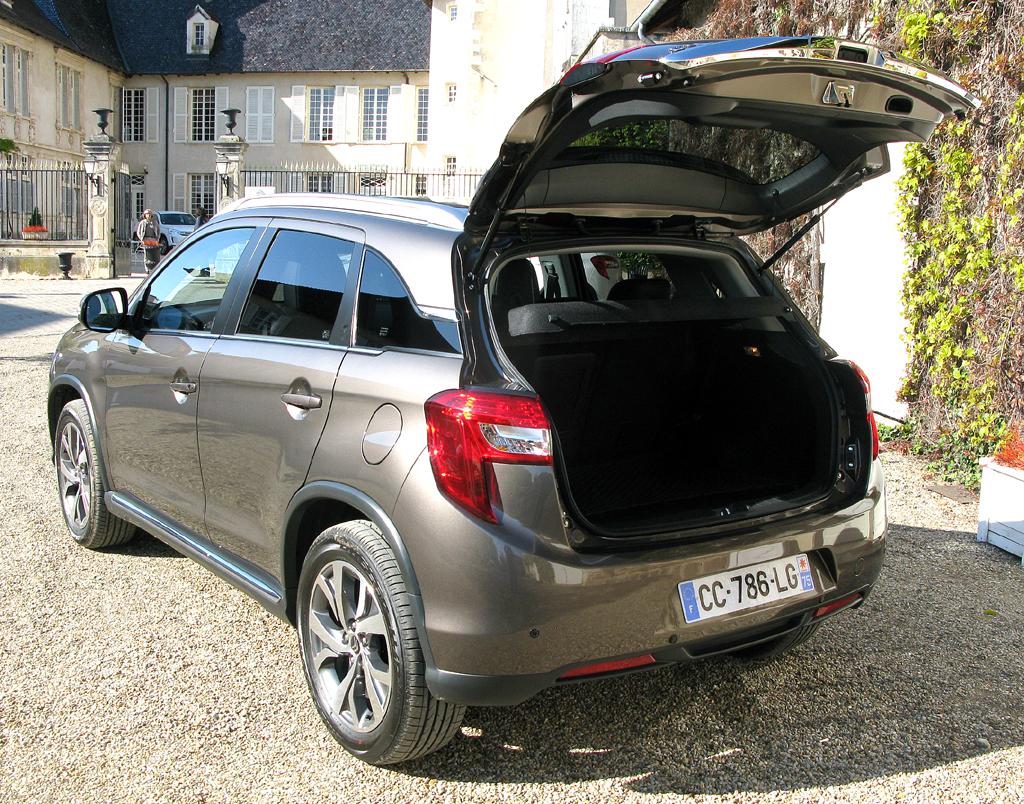 Citroëns C4 Aircross: Ins Gepäckabteil passen 442 bis 1193 Liter hinein.