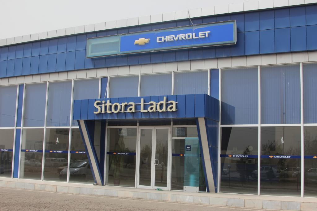 Der Chevrolet-Händler vor Ort mit seinem neuen Showroom