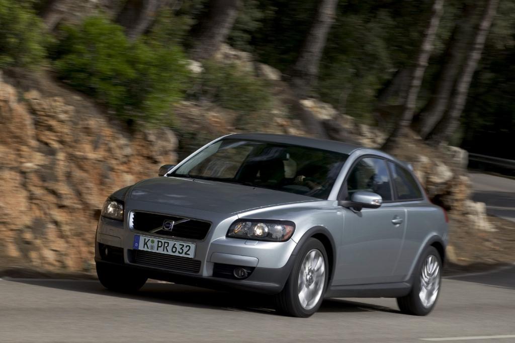 Der Volvo ist eine auffallende Erscheinung in der Kompaktklasse
