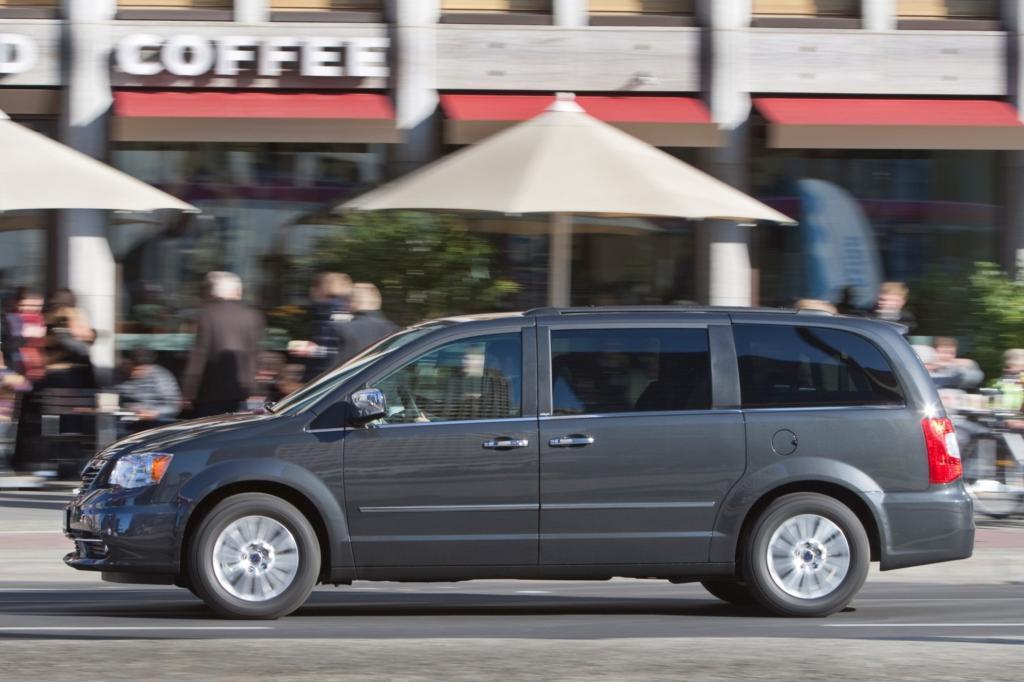 Der große Van hat Platz für sieben Insassen