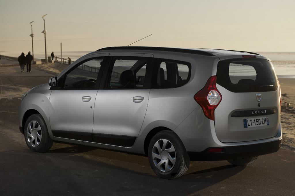 Der neue Lodgy kostet 9.990 Euro in der Basisversion mit einem 1,6-Liter-Benziner (61 kW/83 PS)
