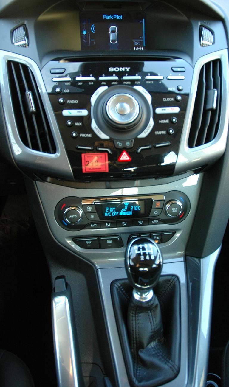 Ford Focus: Blick auf den mittleren Armaturenträger.
