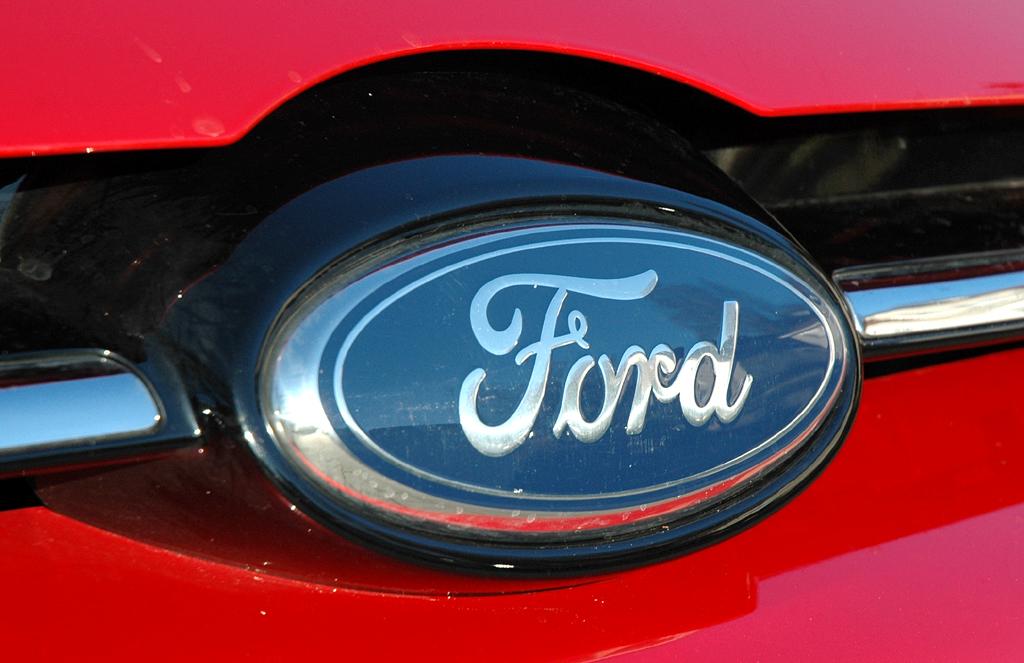 Ford Focus: Das Markenoval sitzt vorn direkt unterhalb der Motorhaube.