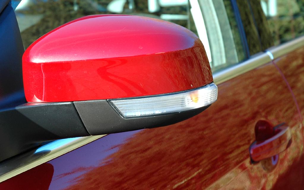 Ford Focus: In die Außenspiegel sind Blinkleisten integriert.
