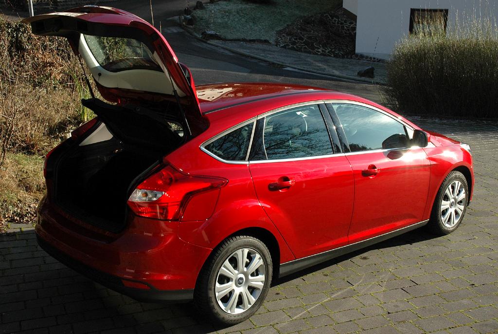 Ford Focus: Ins Gepäckabteil passen in diesem Fall um die 300 bis fast 1150 Liter hinein.