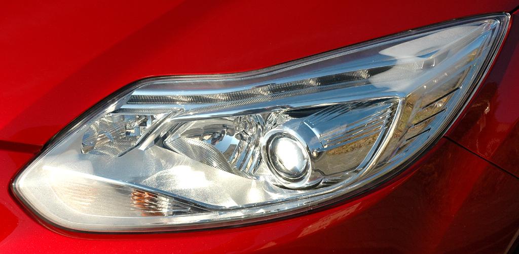 Ford Focus: Moderne Leuchteinheit vorn.