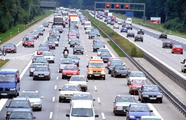 Im Auto in den Kurzurlaub: Zeitpuffer einplanen, Stress vermeiden