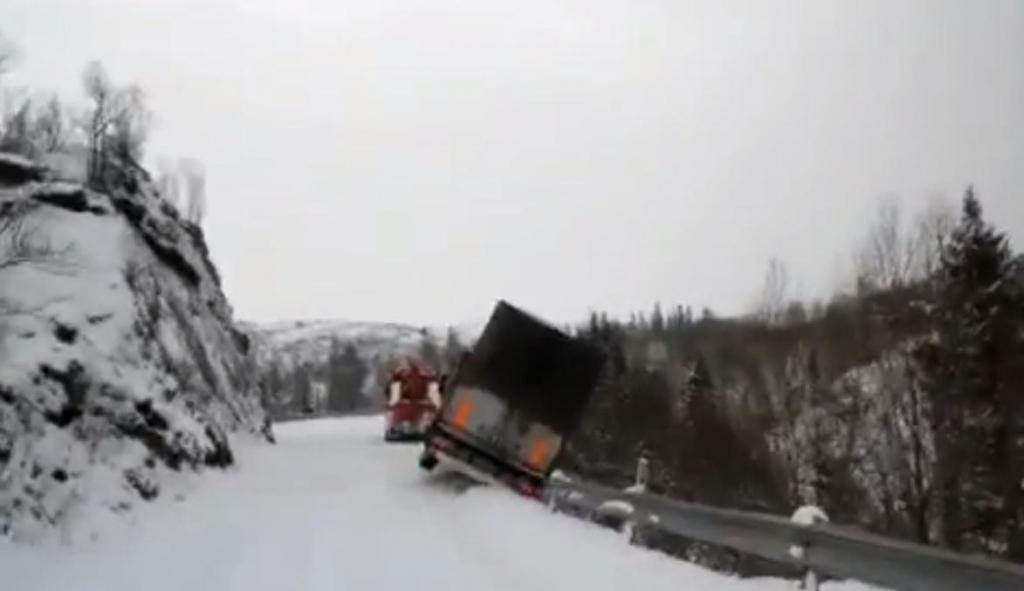 LKW rauscht Böschung hinab! - Bild: Youtube