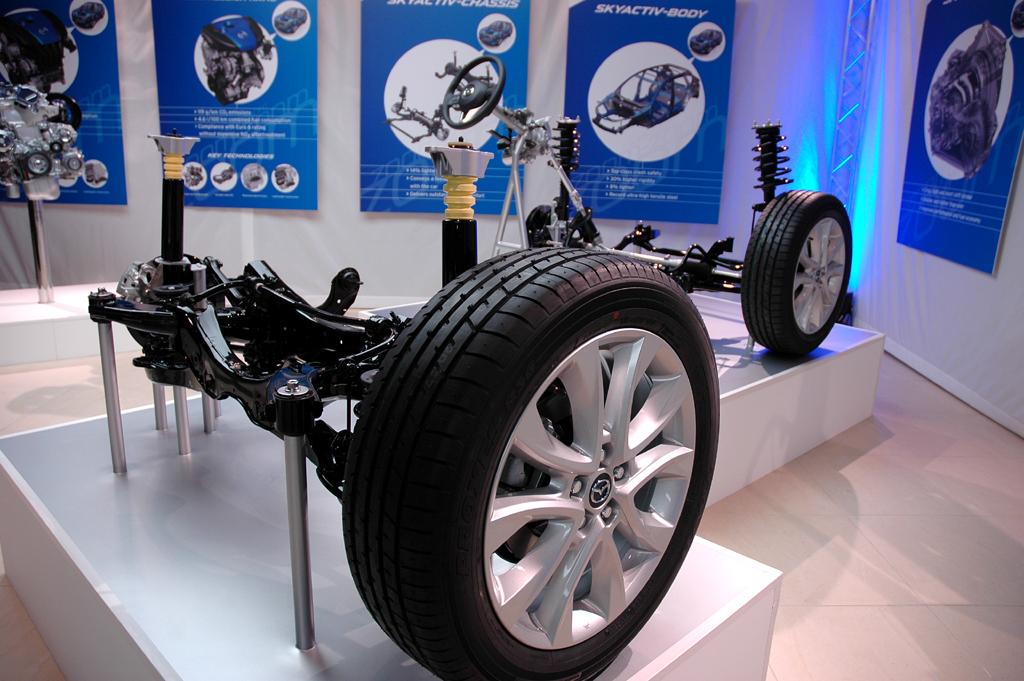 Mazda CX-5: Blick auf ein Chassis-Ausstellungsexponat.
